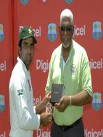 Taufeeq Umar Receiving Shield