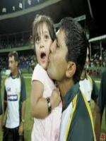 Kamran Akmal With her daughter