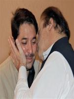 Muhammad Afzal Khokhar recive kiss from PM