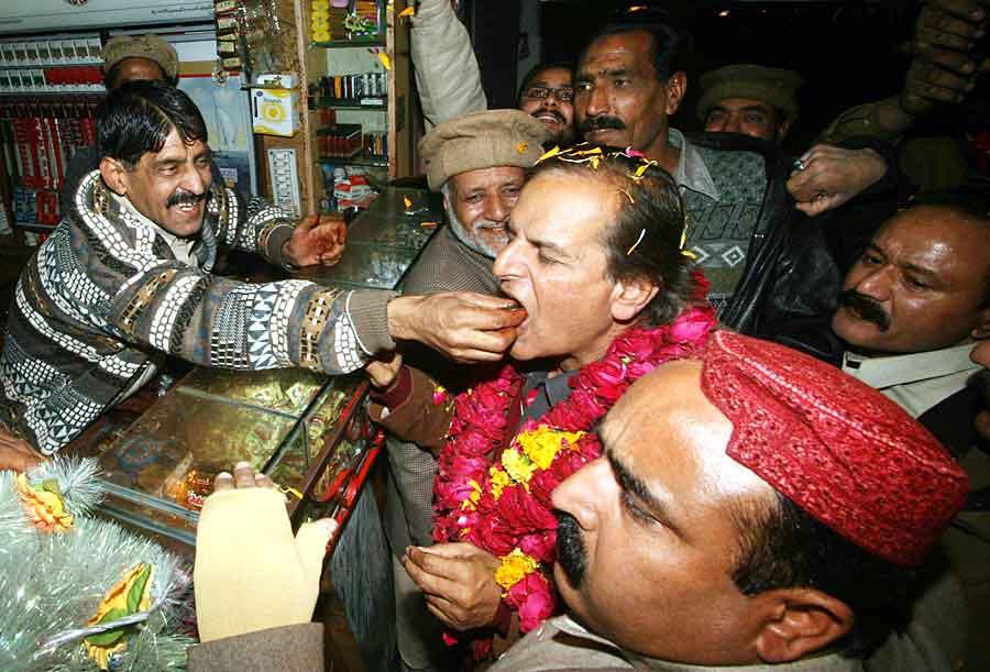 Makhdoom Javaid Hussain Hashmi Celebrating Victory