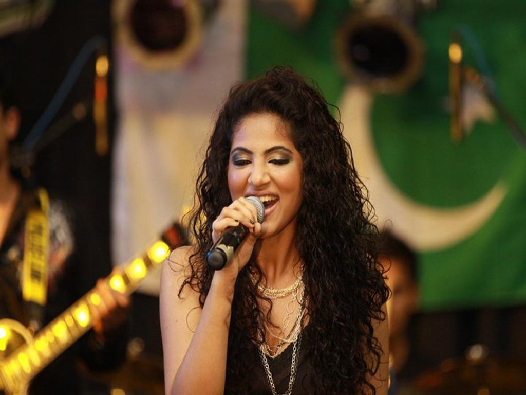Annie Khalid While performance