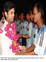Nauman Islam Shaikh meets with players