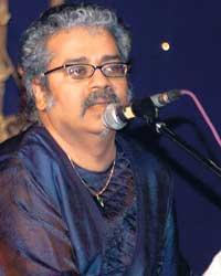 Hariharan performing