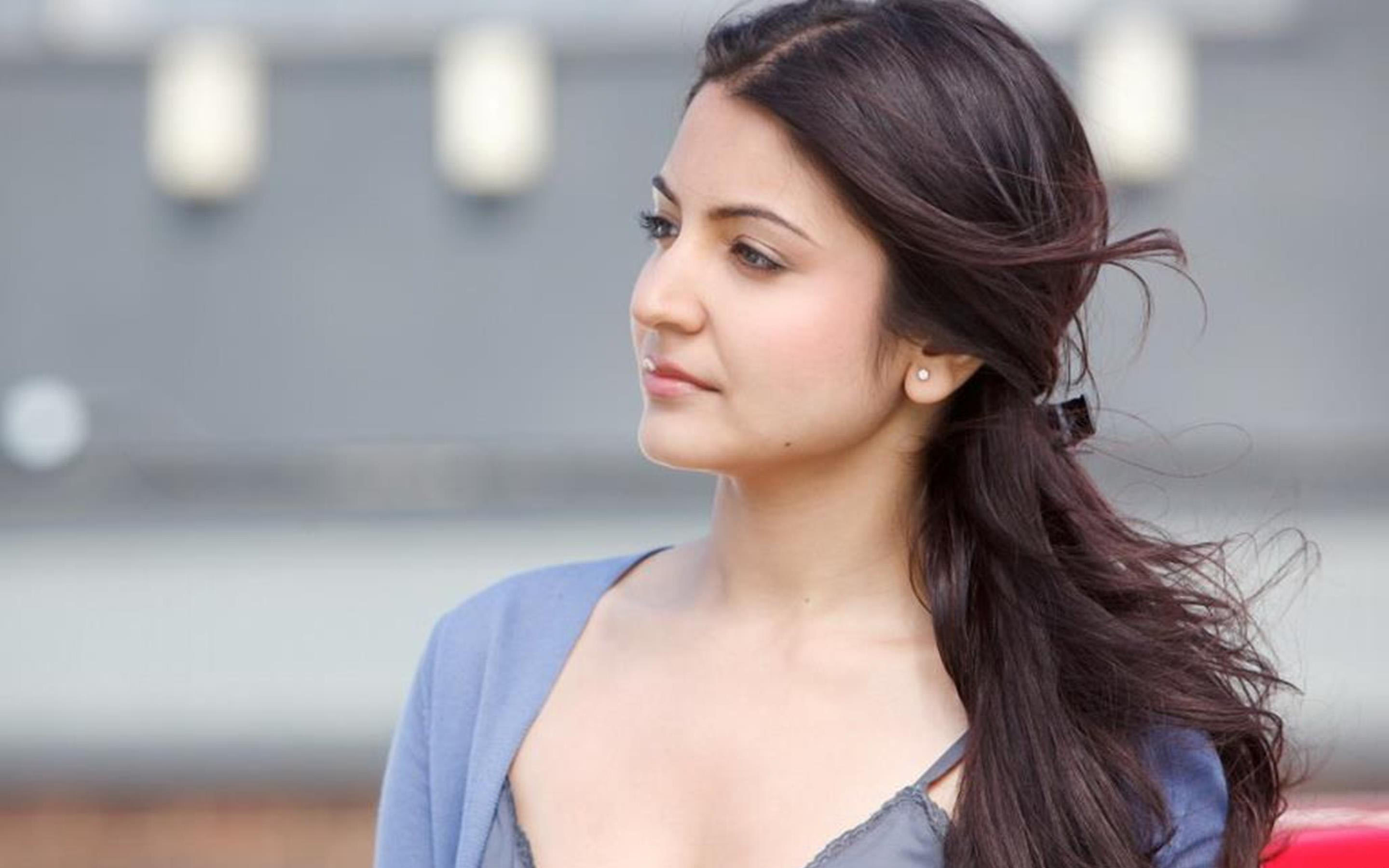 Anushka Sharma Wallpaper cute