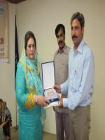 Khalida Mansoor distributing awards