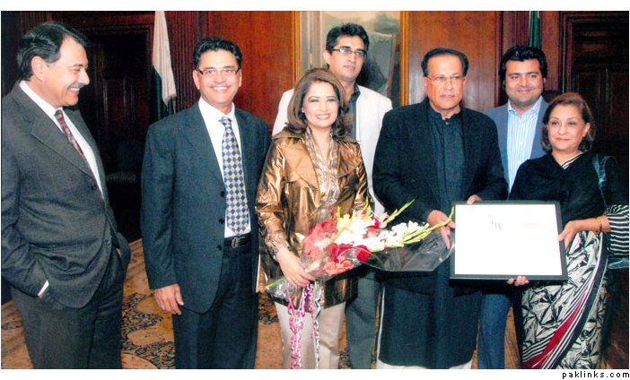 Atiqa Odho with Governor Punjab