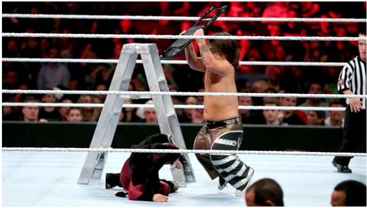Hornswoggle in a WeeLC match as part of the Extreme Rules pre-show