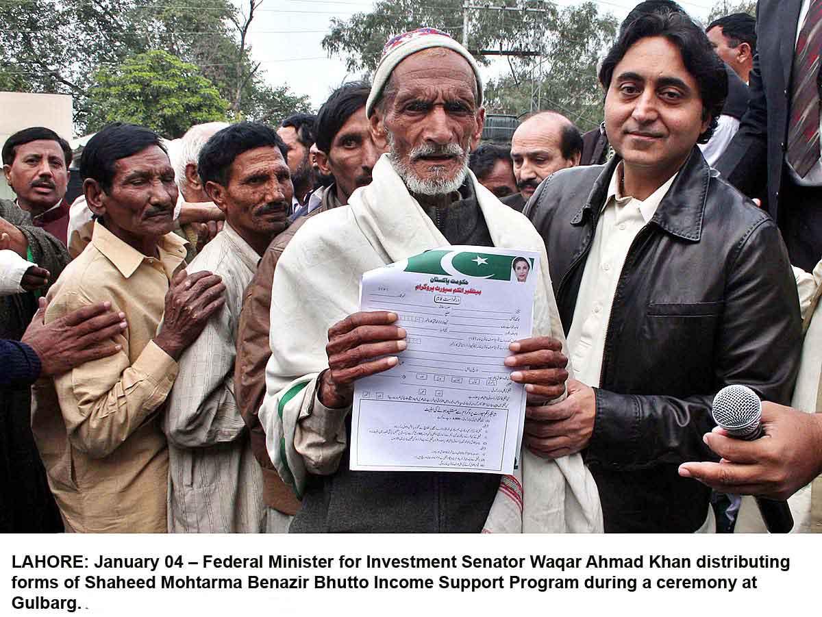 Waqar Ahmed Khan distributing forms