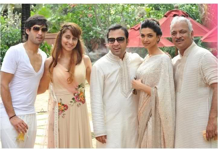 Deepika Padukone Group Pic