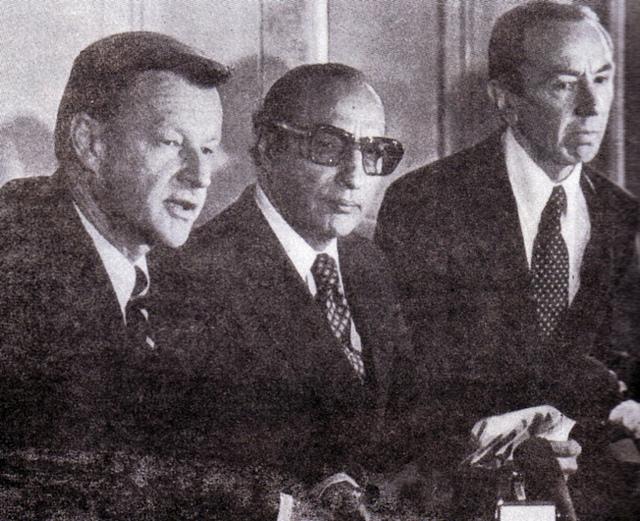 Agha Shahi with Forigners
