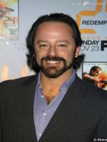 Gil Bellows in series The Agency