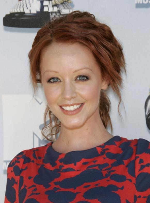 5 Cute Lindy Booth Hairstyles