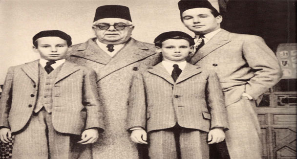 Sir Sultan Muhammad Shah With Family