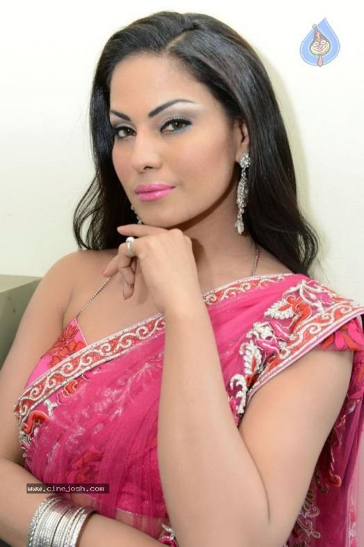 Veena Malik in indian dress