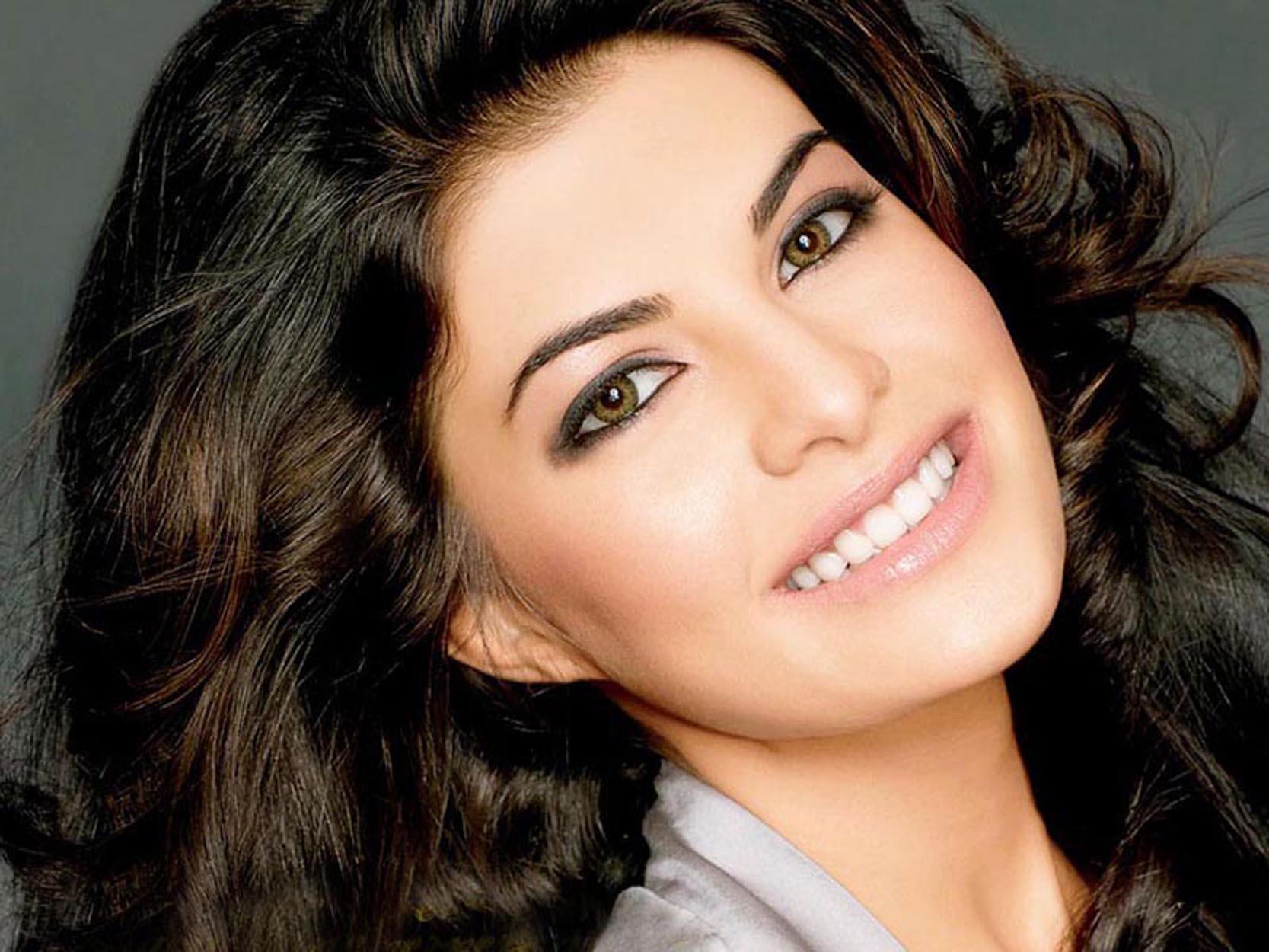 smiling face of Jacqueline Fernandez