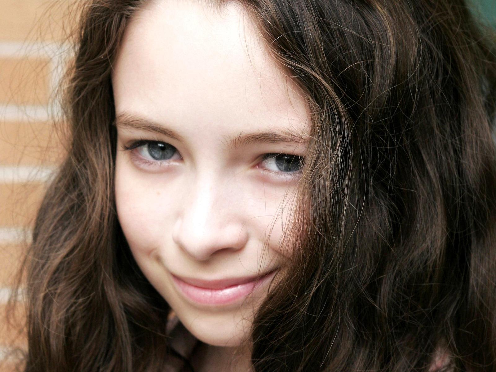 Jodelle Ferland in The Goodbye Girl