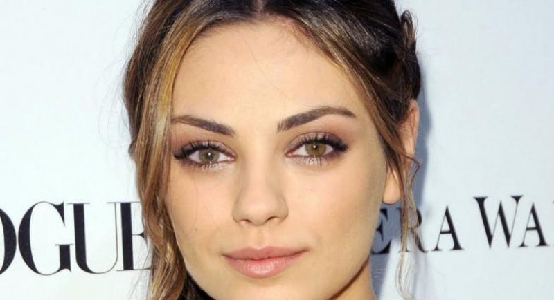 Eye makeup for dark blue