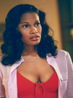 Robinne Lee in Hotel for Dogs