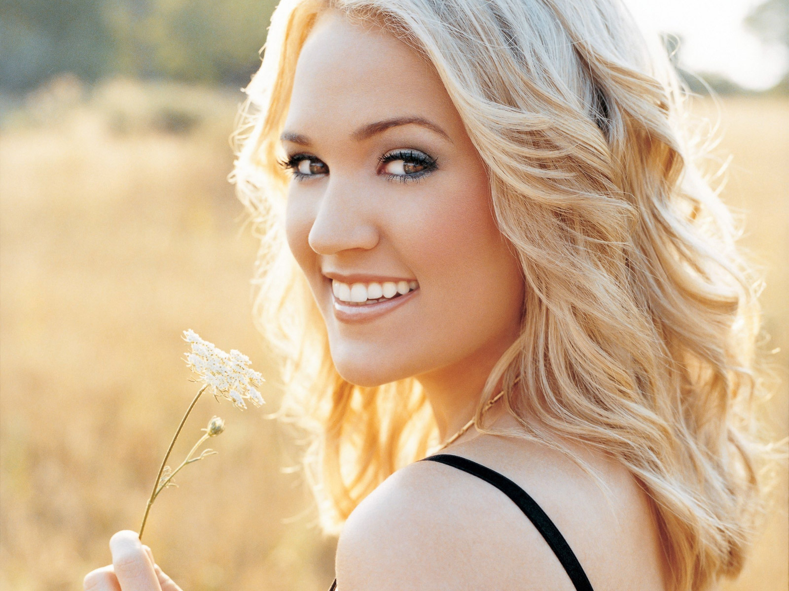 Carrie Underwood in  Play On
