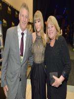 Taylor Swift with her parents