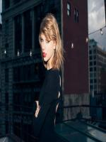 Taylor Swift  In Black Dress