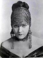Gloria Swanson in  The Love of Sunya