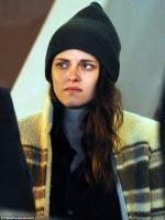 Kristen Stewart breaks down in tears