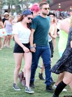 Kristen Stewart hold hand of Robert