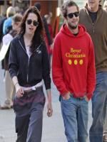 Kristen Stewart while waliking with boyfriend