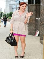 Sara Rue walking picture