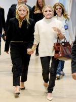 Mary-Kate and Ashley Olsen Walking Picture