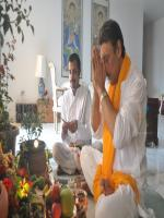 Jackie Shroff offers prayers