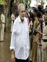 Kulbhushan Kharbanda at the funeral