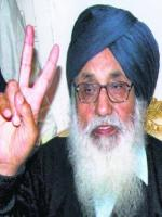 Parkash Singh Badal Victory Sign