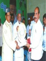 K. M. Kader Mohideen With Award