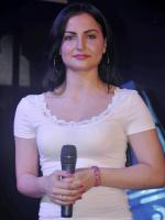 Elli Avram Making Announcements