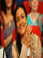 Namrata Shirodkar in Show