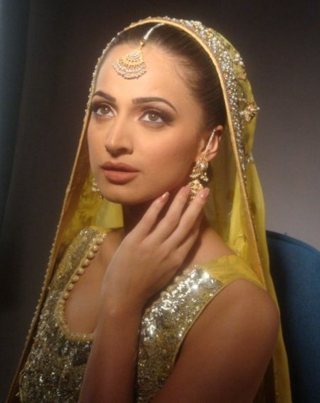 Noor Bukhari In mehendi Dress