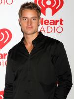Justin Hartley  in MegaFault