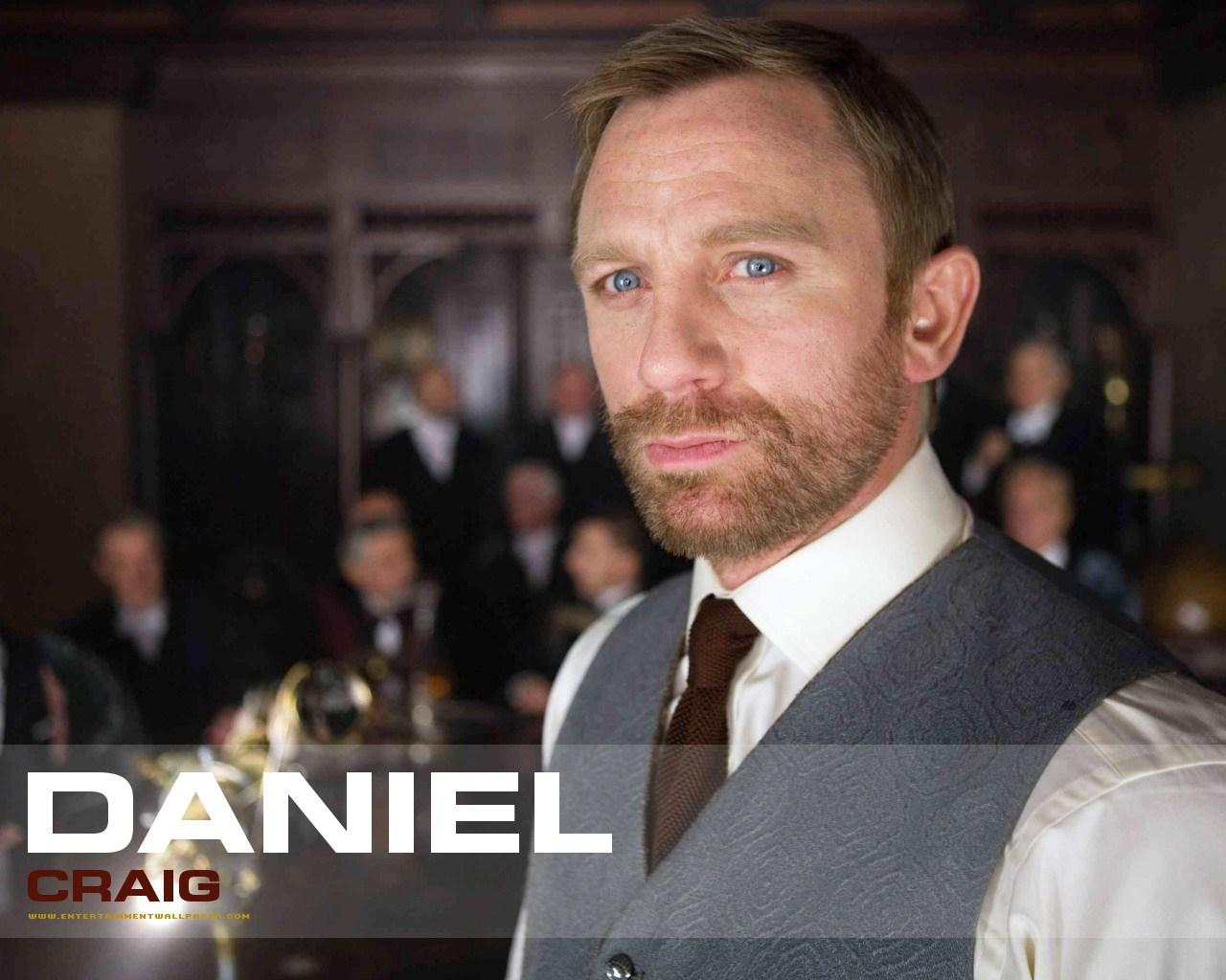 Daniel Craig in Hotel Splendide