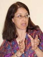 Gloria La Riva adressing comrates