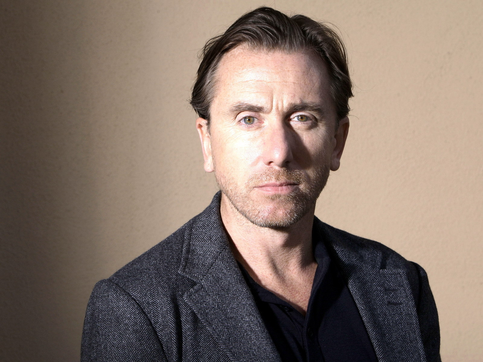 Tim Roth in The Absinthe Drinkers