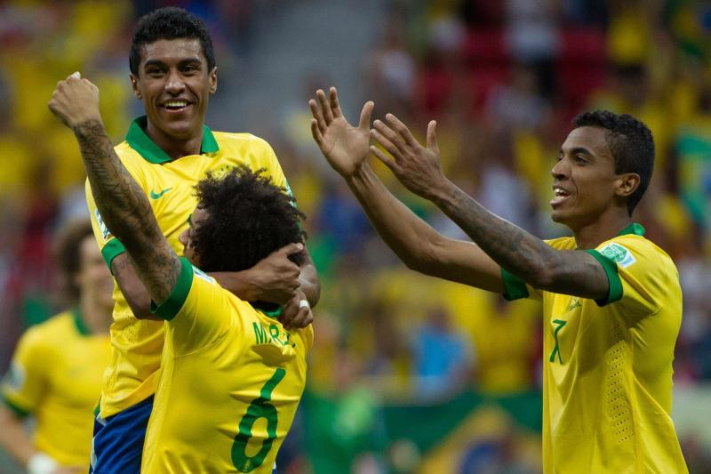 Paulinho in Match