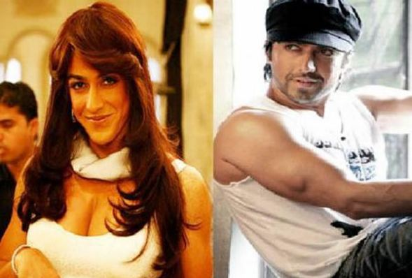 Aashish Chaudhary in female dress in Movie Double Dhamaal