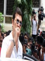 ADITYA PANCHOLI MISBEHAVES WITH THE MEDIA AT JIAH'S FUNERAL