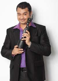 Anuj Gurwara reciving Award