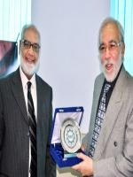 Rashid Kausar Reciving Award