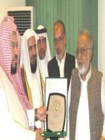 Zafar Ishaq Ansari Reciving Award
