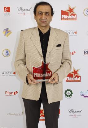 Mir Shakil ur Rehman With Award
