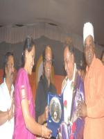 Ashok (Kannada actor) reciving award
